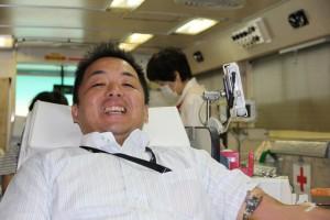 献血をするL角谷