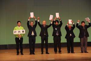 PR賞を受賞する吉野委員長
