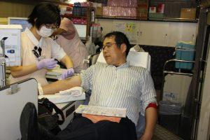 献血を行うL佐野郁男