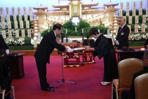 遠藤会長より感謝状の贈呈