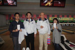 表彰式にて、優勝したL小泉(右から2人目)